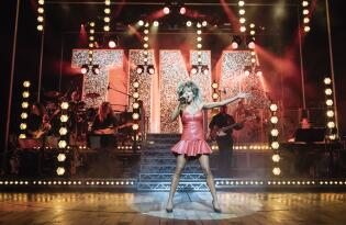 Die Lebensgeschichte der Queen of Rock live erleben