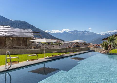 Maraias Luxury Suites & Apartments