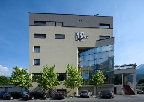 Penz Hotel West