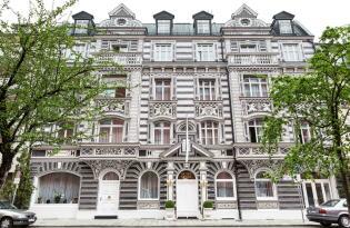 Modernes Hotel in der malerischen Stadt am Zürichsee